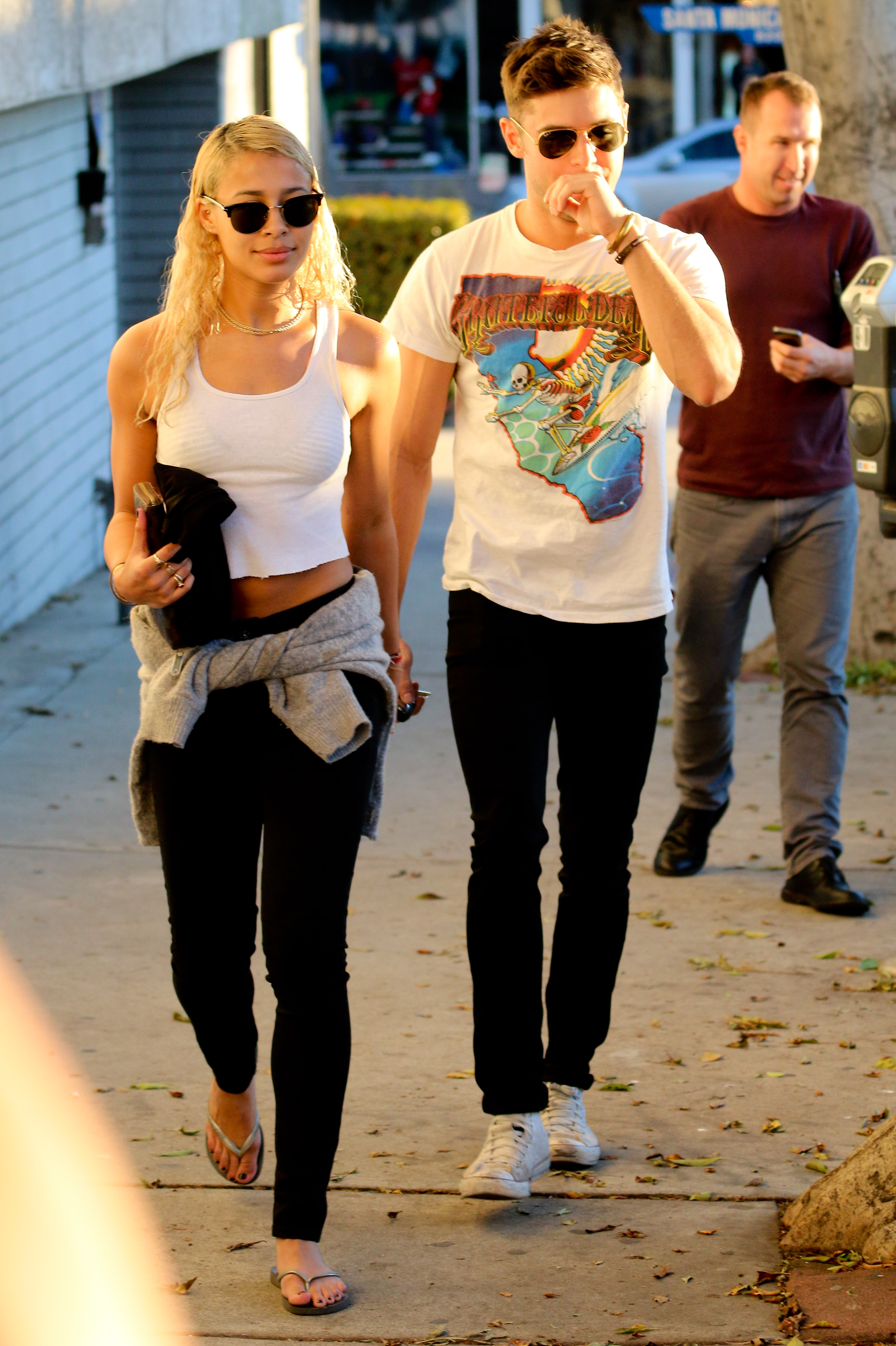 Zac Efron Girlfriend 2014 PIC: Zac Efron's PDA w...