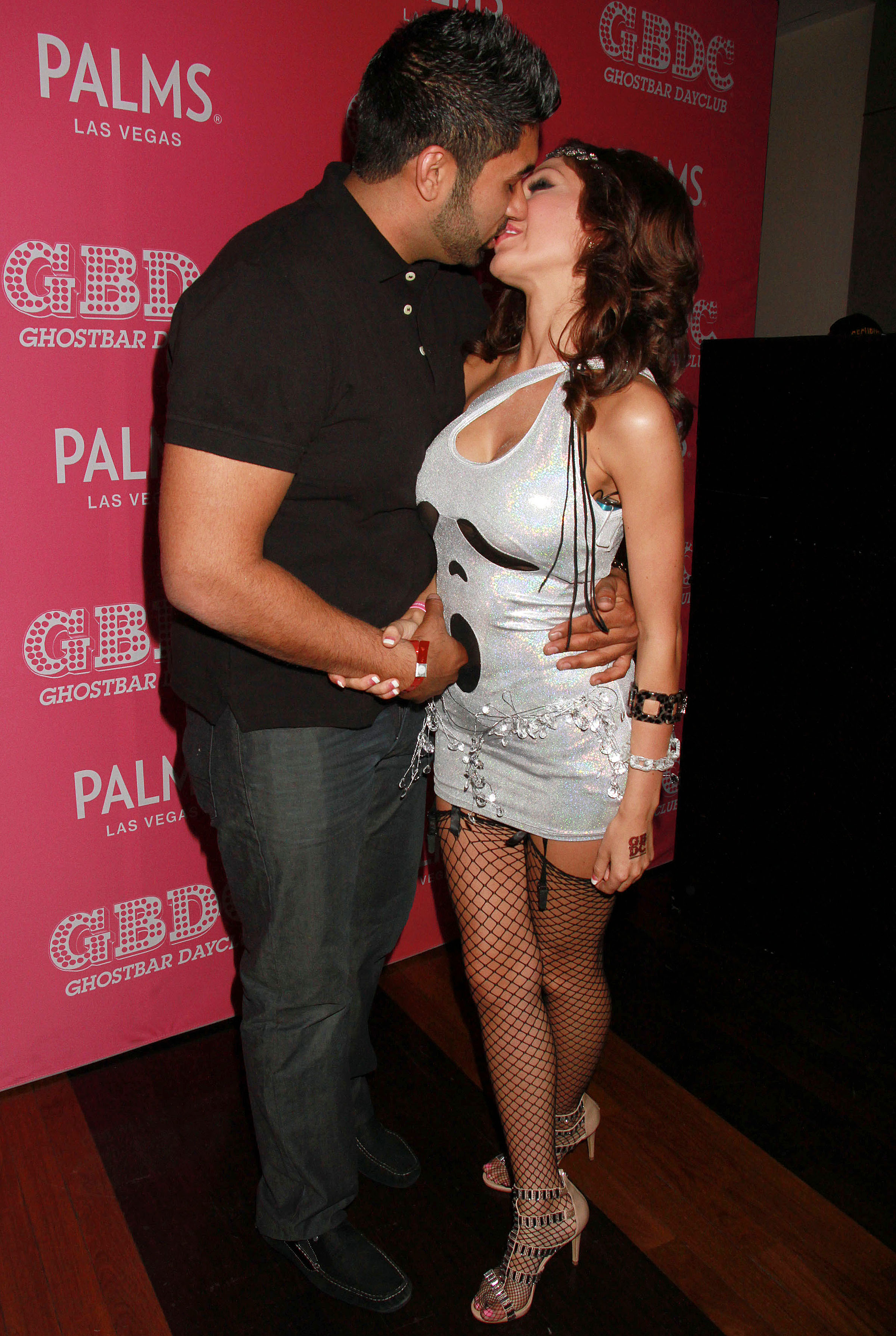 pics farrah abraham packs on the pda with new boyfriend