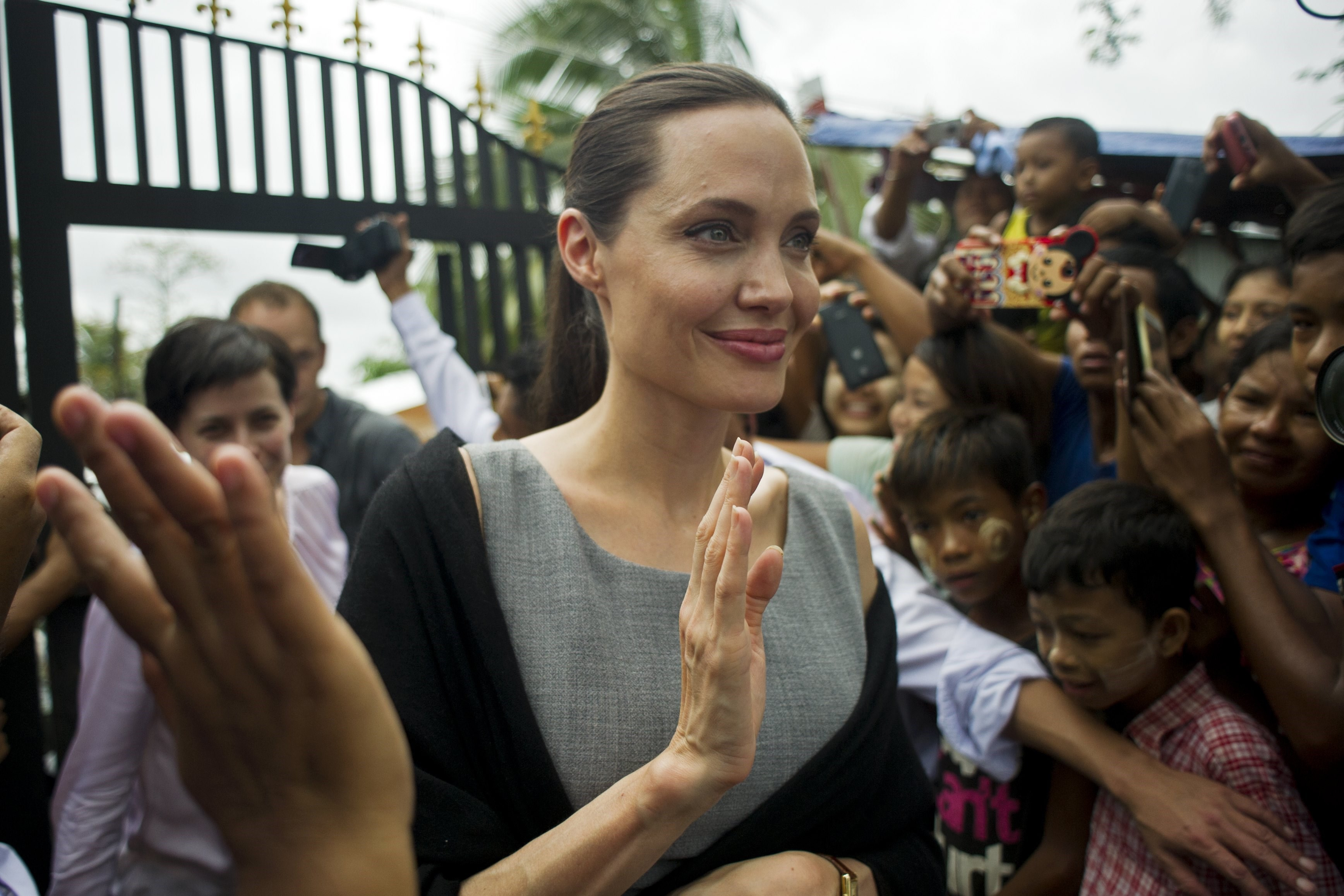 A Health Crisis What S Wrong With Angelina Jolie Star
