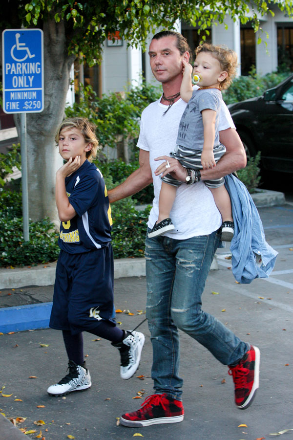 gwen stefani dating gavin rossdale The stefani-rossdale marriage is a relationship that appears to have an open arrangement however, recent news suggests that the openness is one-sided.