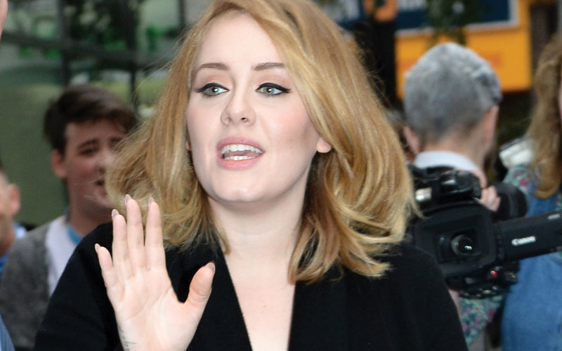 Adele reunited estranged father 08