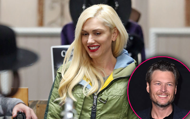 gwen stefani christmas shopping blake shelton