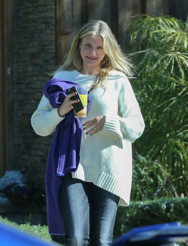 Finally Pregnant! Cameron Diaz Covers Midsection To Hide ...Cameron Diaz Pregnant Baby