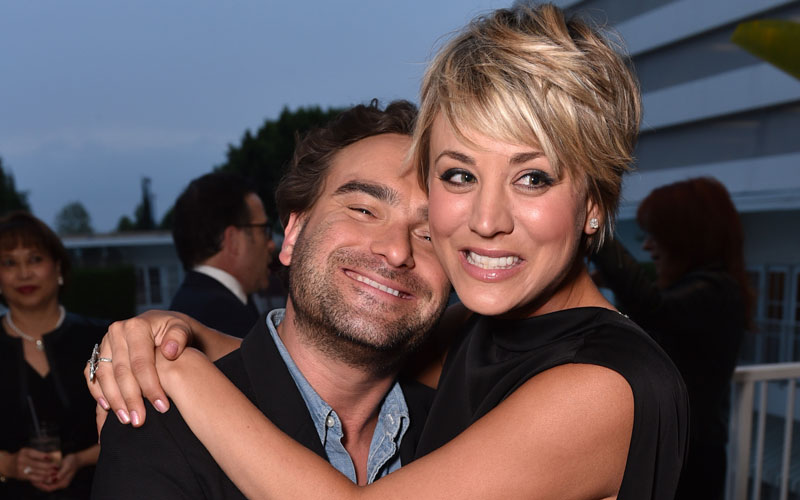 kaley cuoco dating johnny galecki pda