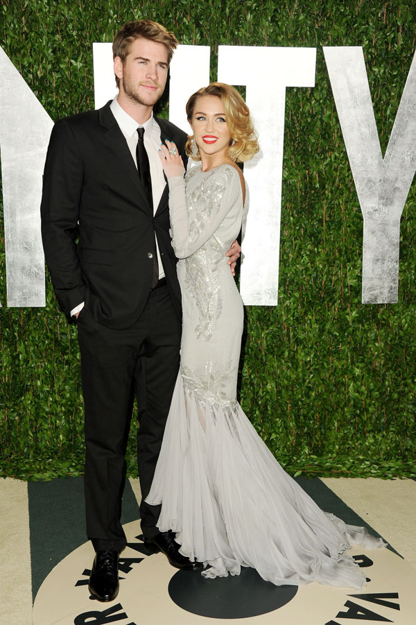 liam dating miley cyrus Miley cyrus and liam hemsworth looked miley cyrus shares romantic throwback with liam hemsworth miley and liam started dating back in 2009 when they met on.