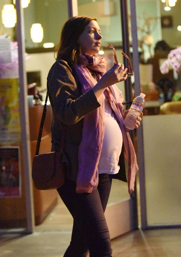 Pre-Pop Pampering! Very Pregnant Anne Hathaway Spotted ...
