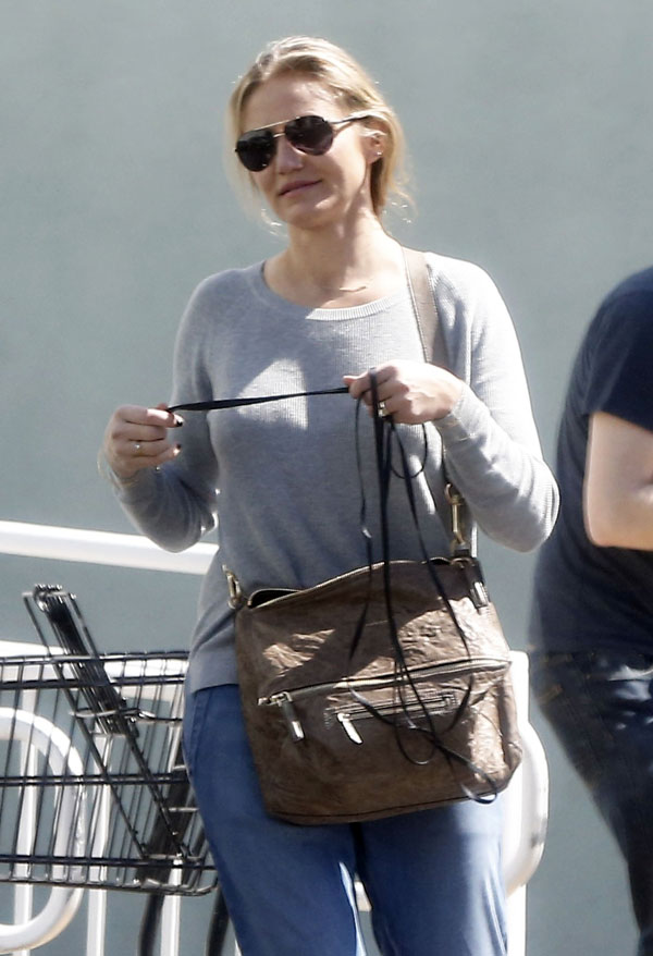Baby Bump Watch! Cameron Diaz Spotted Covering Her Stomach ...Cameron Diaz Baby 2016