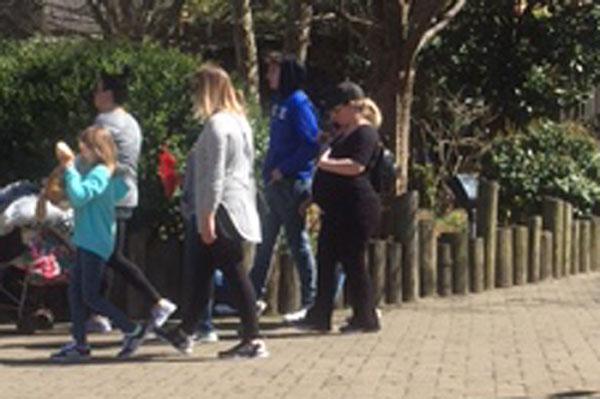 Kelly clarkson due date in Australia