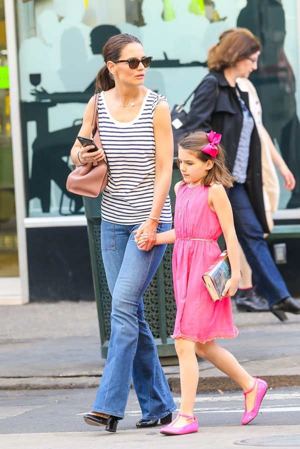 Unhappy Suri Cruise Spotted With Mom Katie Holmes On 10th