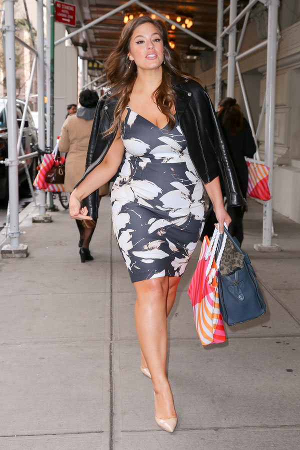 Size 16 & More! Ashley Graham Exposes ALL Her Cellulite ...