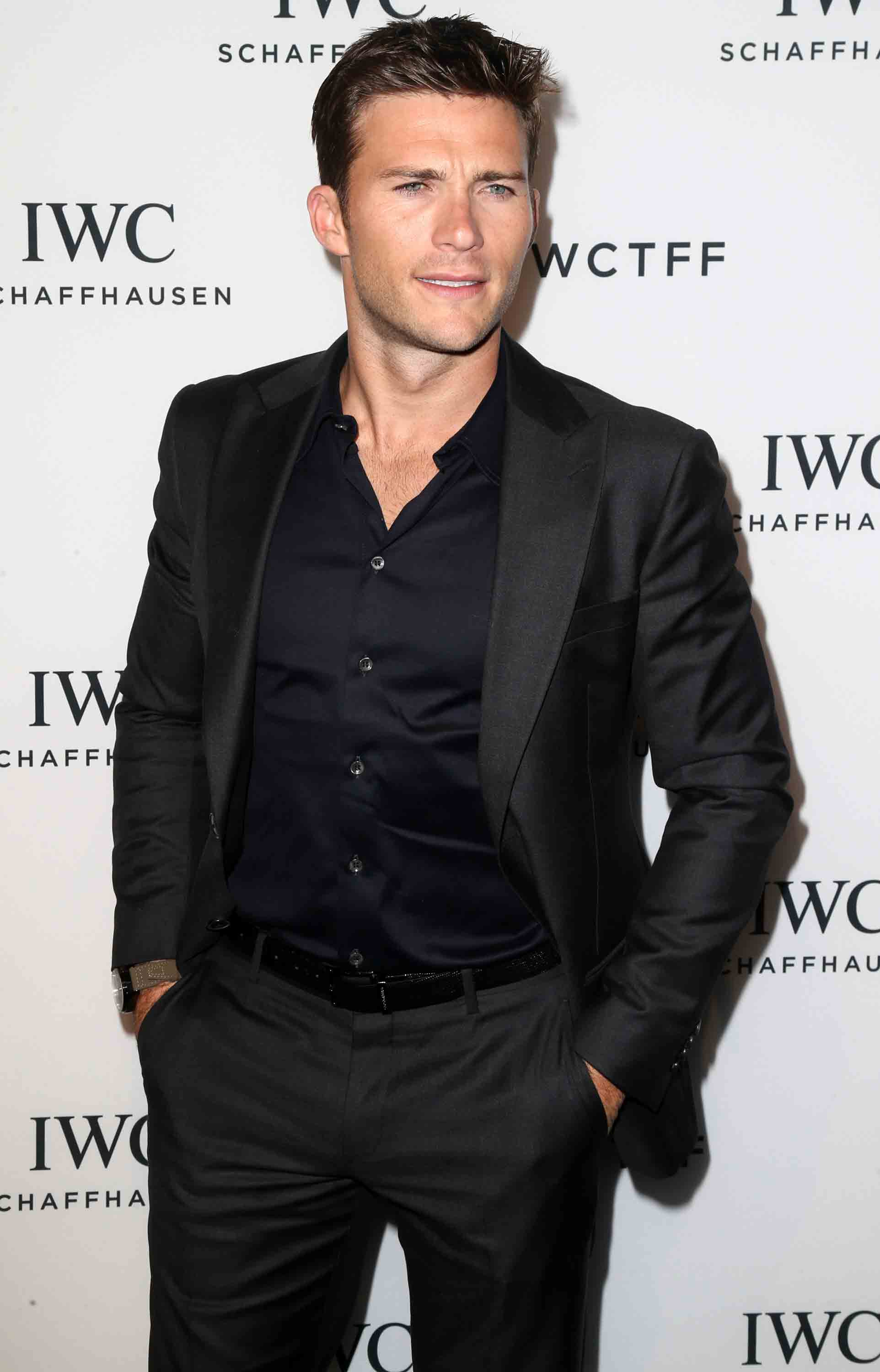 eastwood women It didn't take long for the longest ride star scott eastwood to make women everywhere swoon over his piercing baby.
