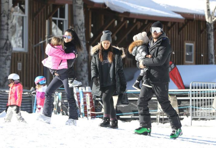 Kourtney kardashian scott disick skiing star
