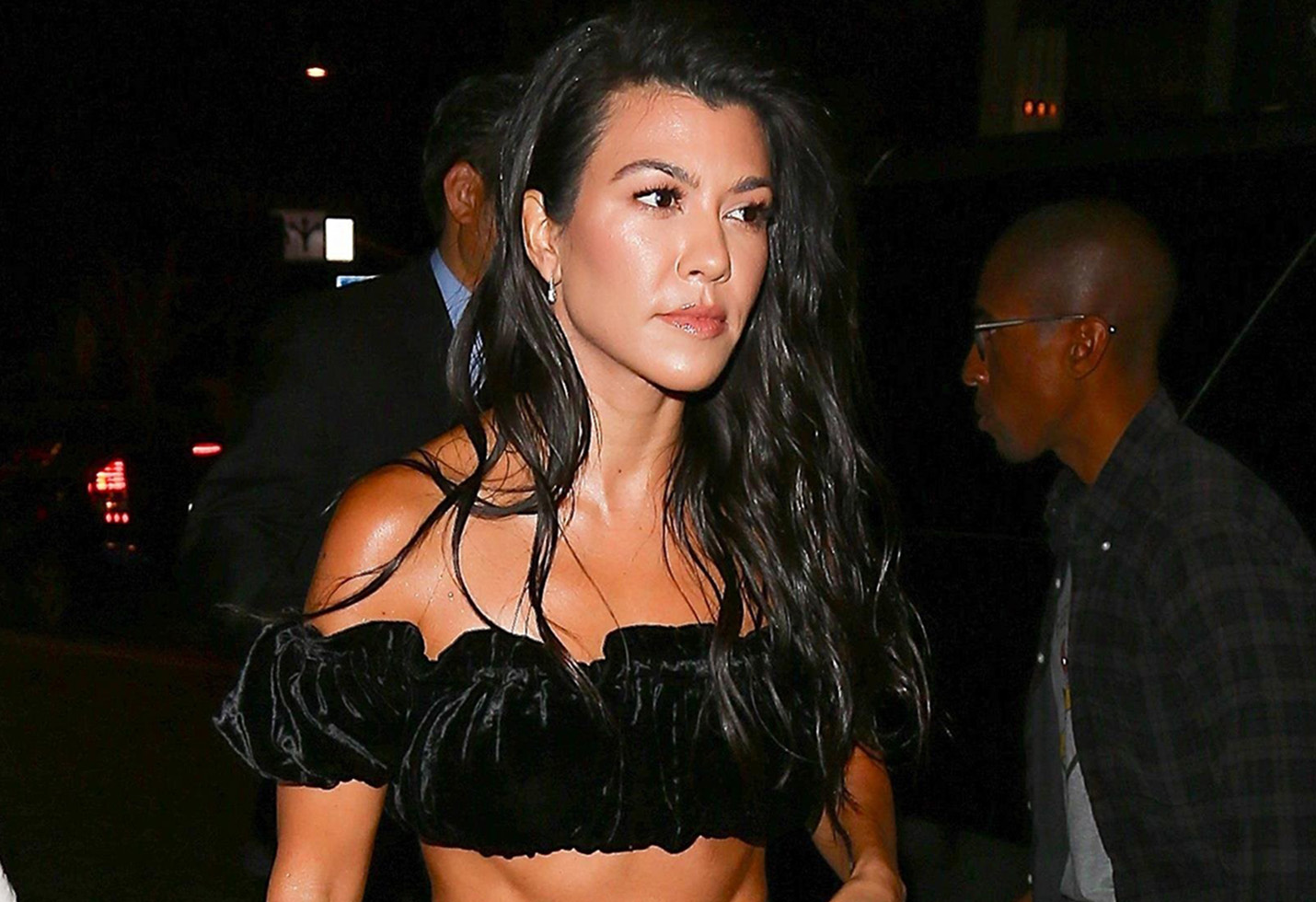 Kourtney Kardashian surprises little sister Khloe at a birthday celebration