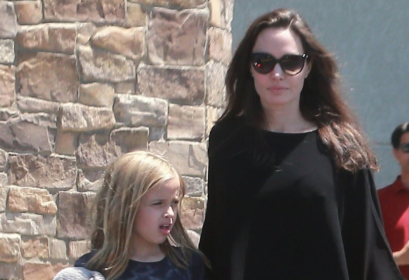 Angelina Jolie and daughter make a quick trip to the grocery store