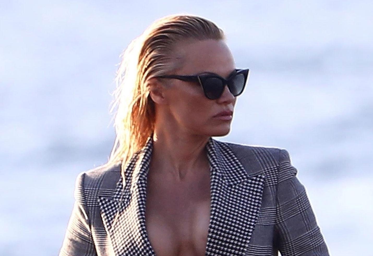 Pamela anderson nip slip boobs photoshoot