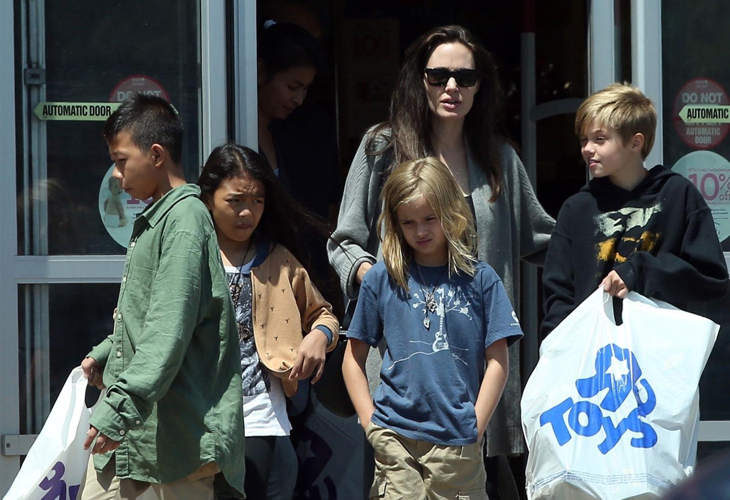Angelina Jolie Takes Kids Shopping Toys R Us