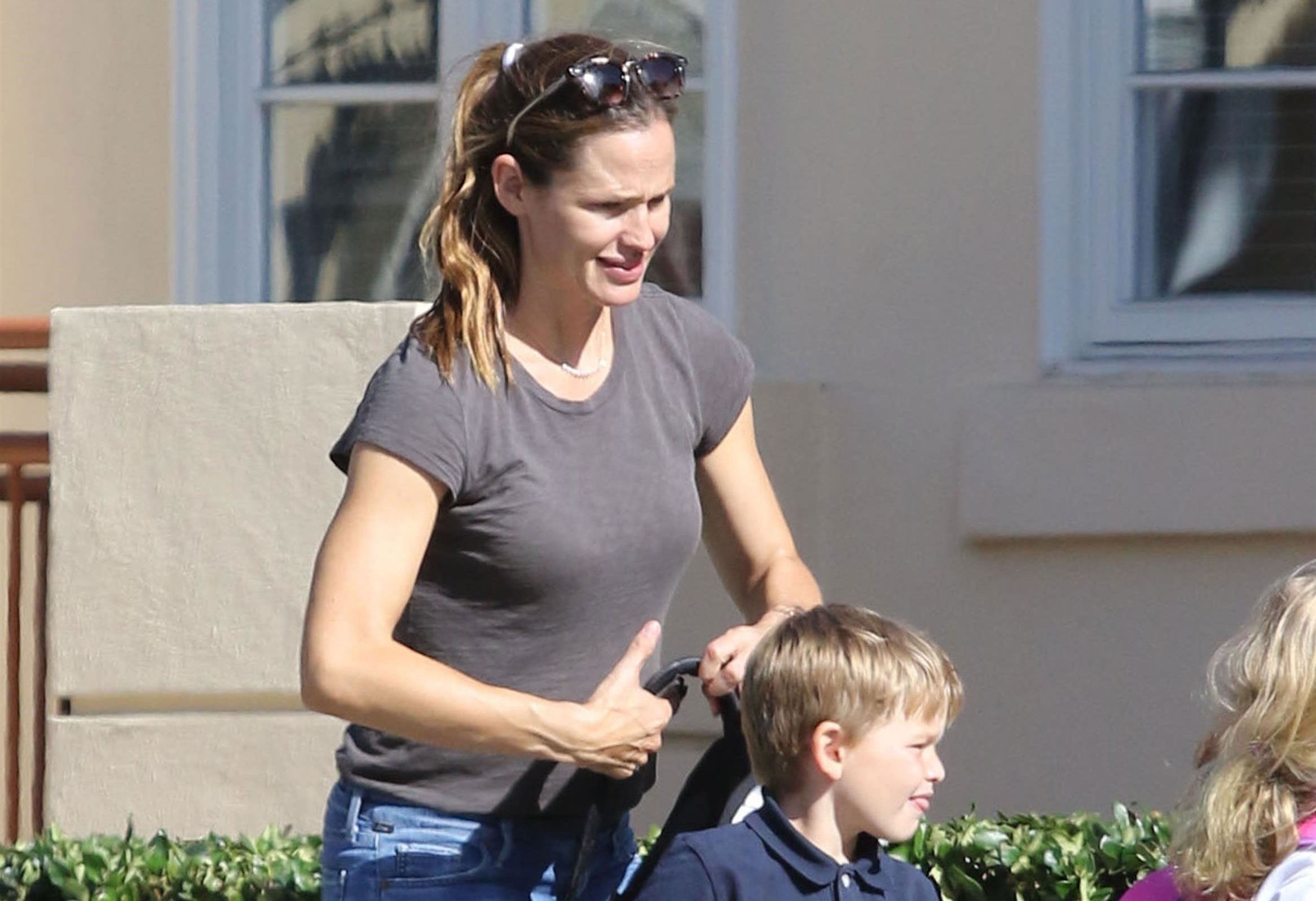 Jennifer garner spotted looking glum amid ben afflecks groping scandal