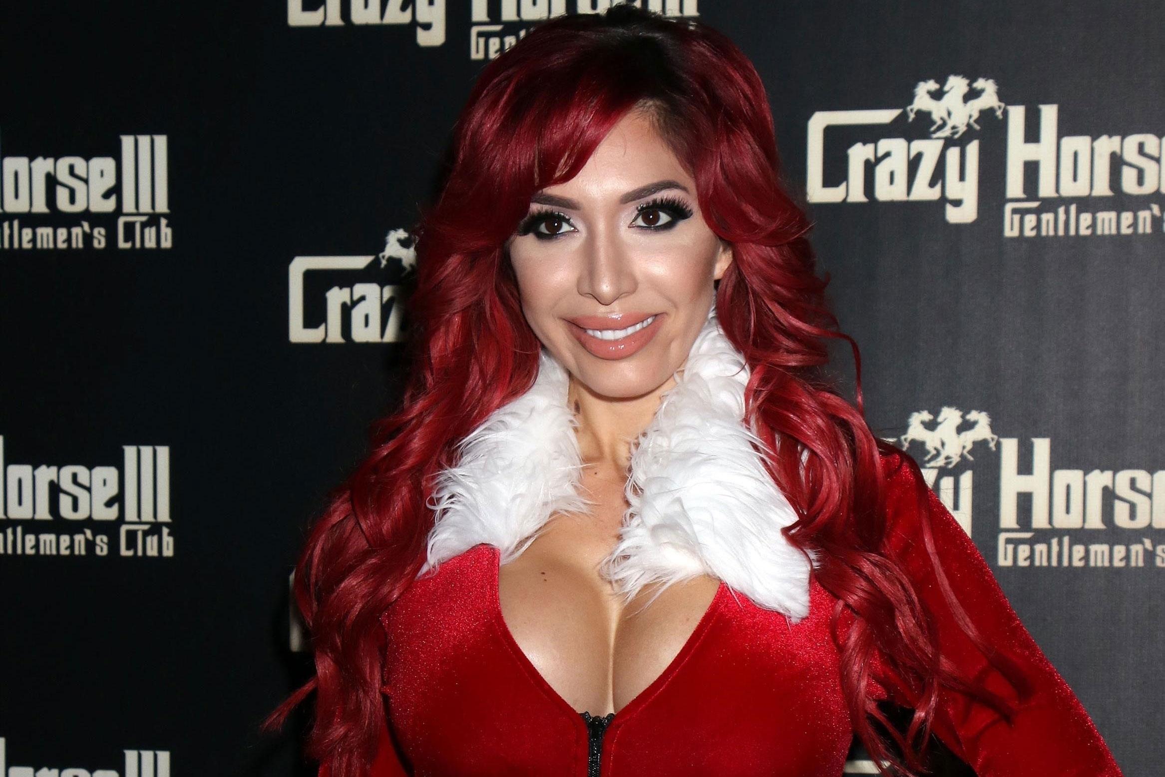 Farrah abraham wears sexy mrs claus outfit vegas strip club pp