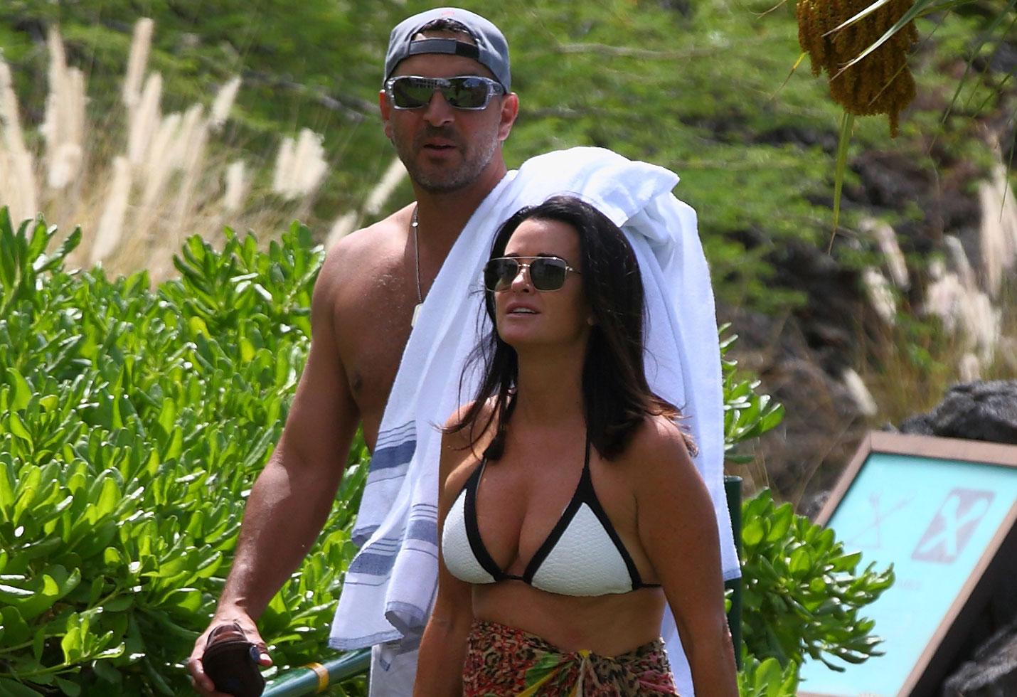 Kyle Richards Bikini Mauricio Umansky Shirtless Camille Grammer Wedding Hawaii RHOBH Season 9