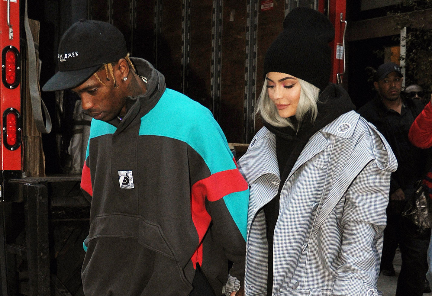 Kylie jenner travis scott roller coaster astroworld tour new york stormi