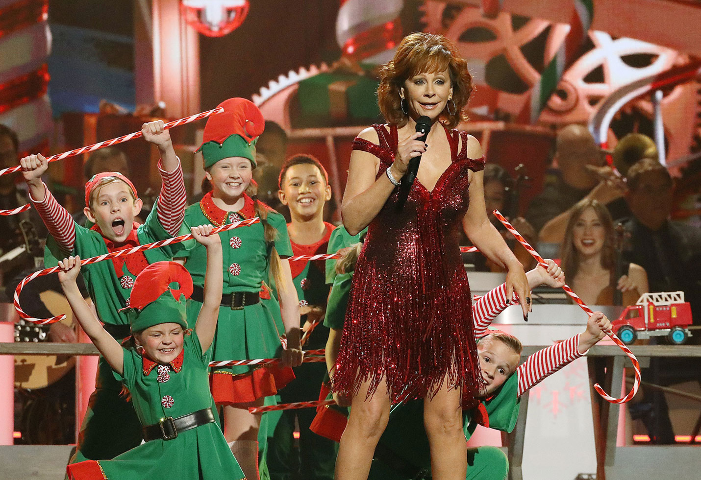 Cma Country Christmas.The 10 Best Moments From Cma Country Christmas 2018