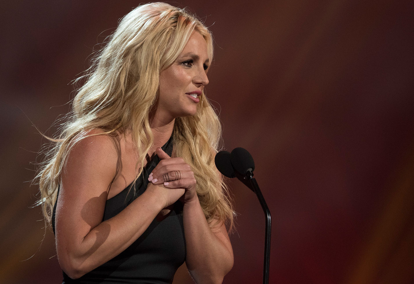 Britney spears cancels las vegas residency dad health crisis