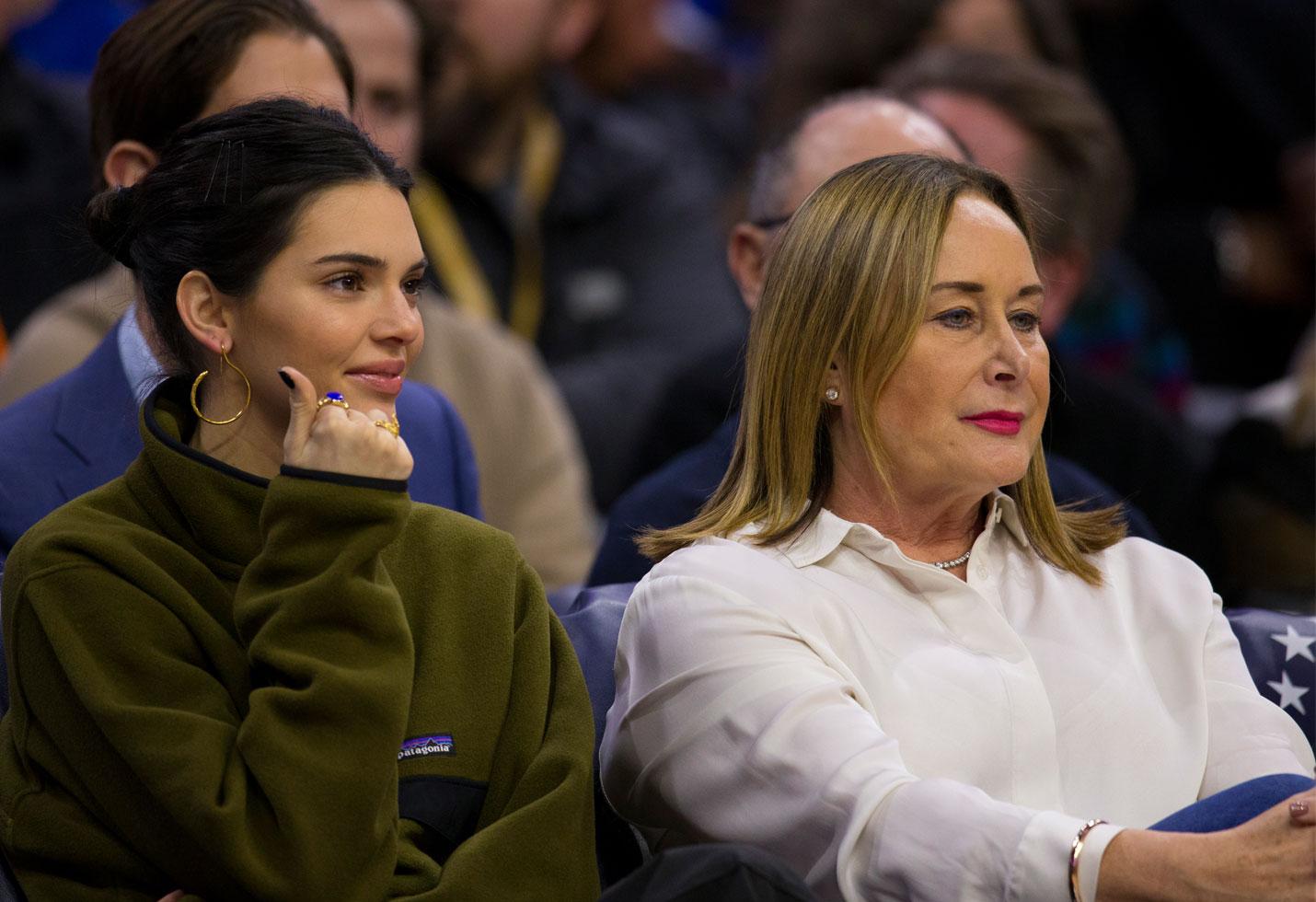 Kendall jenner ben simmons mom 76ers game philadelphia