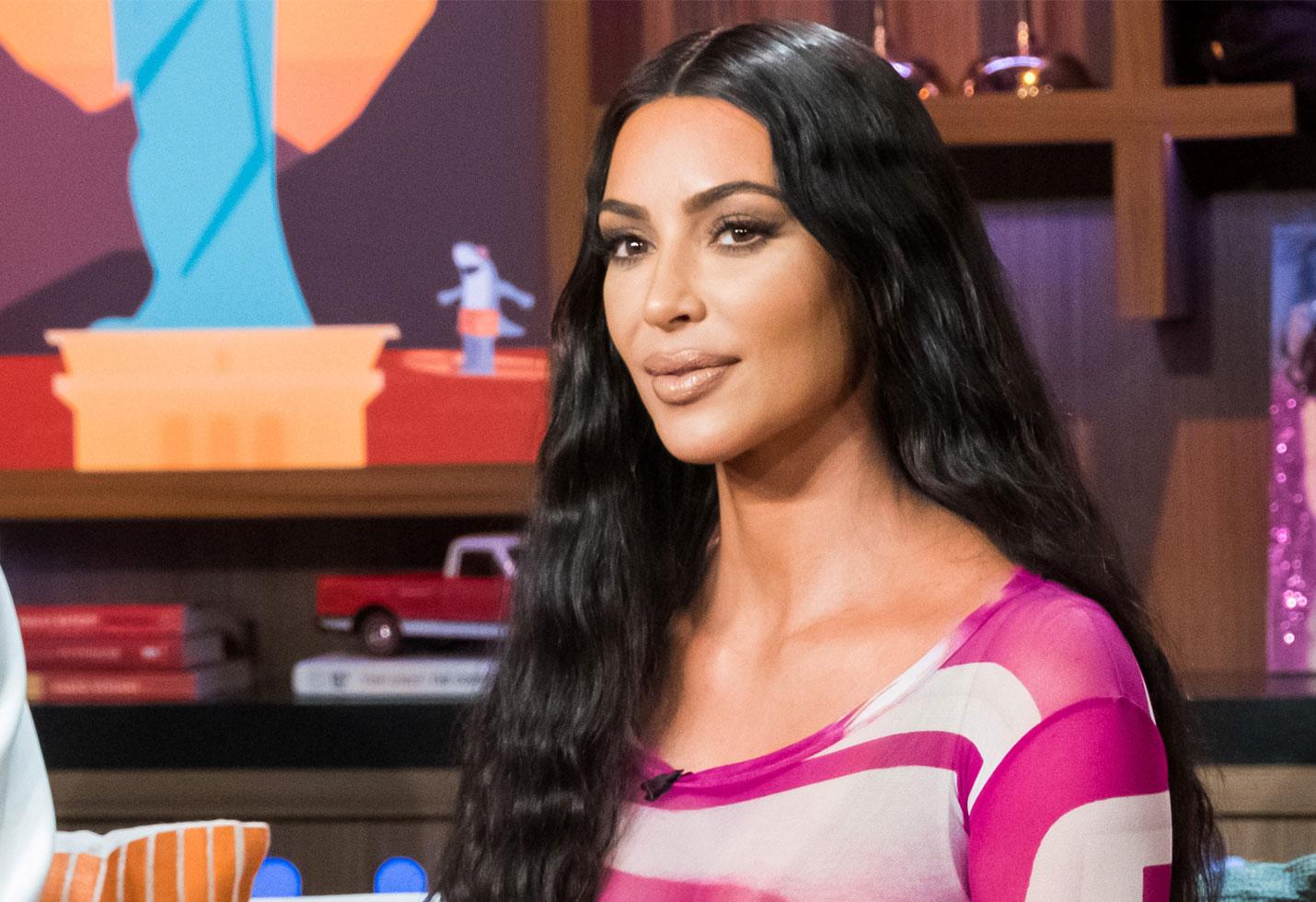 Kim kardashian plastic surgery fans mimic photos