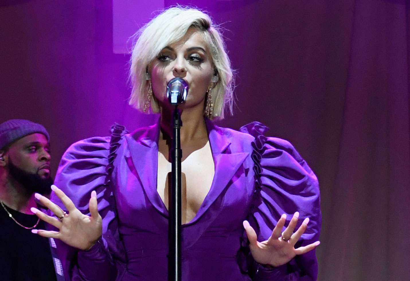 Bebe rexha curses out crowd meant to be sing along grammys
