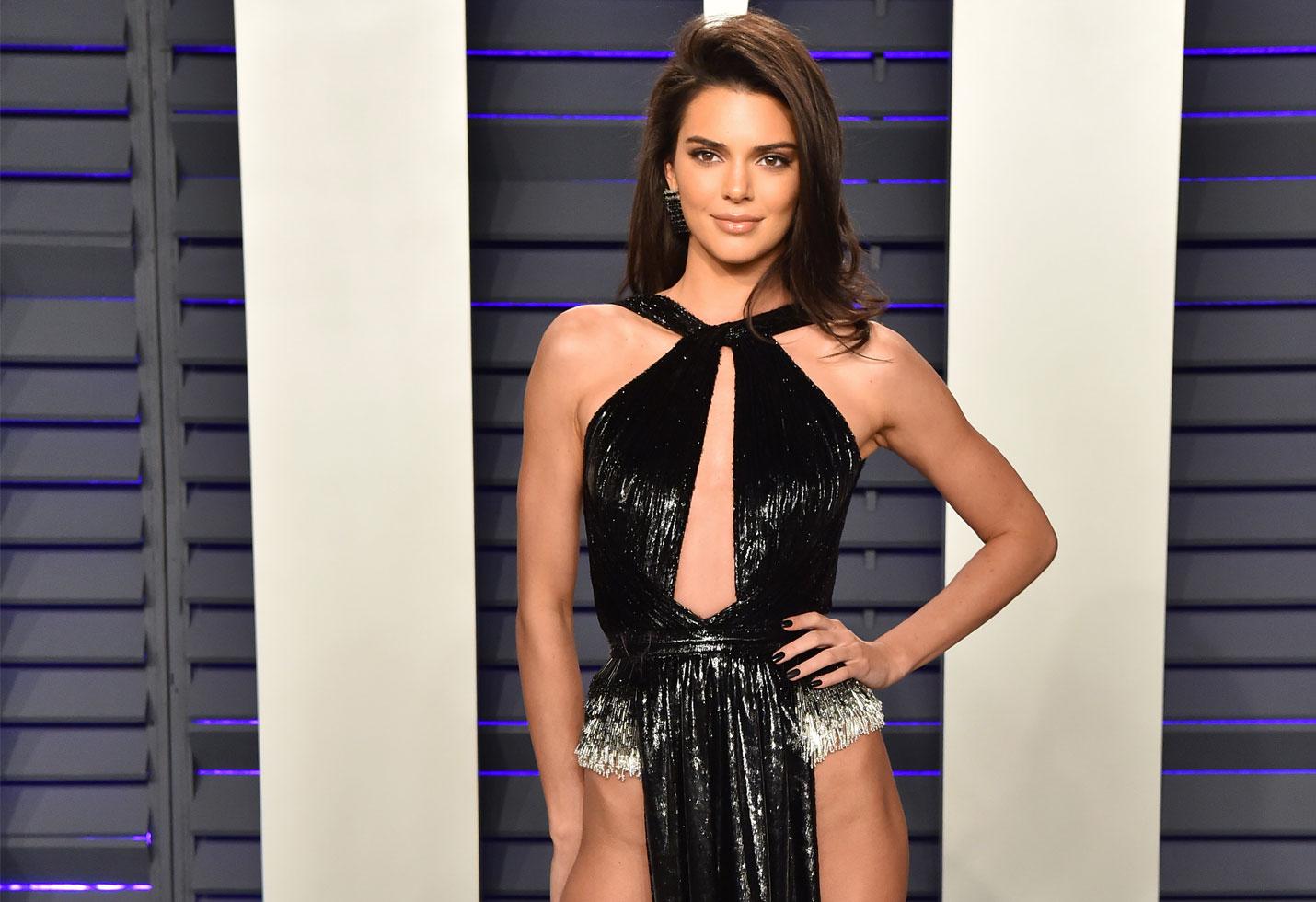 Kendall jenner wardrobe malfunction vanity fair oscars 2019