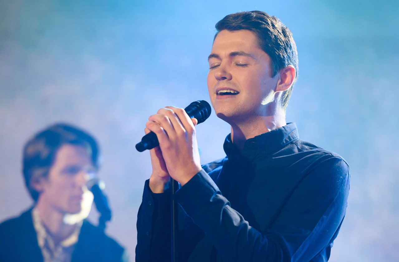 Damian McGinty Performs