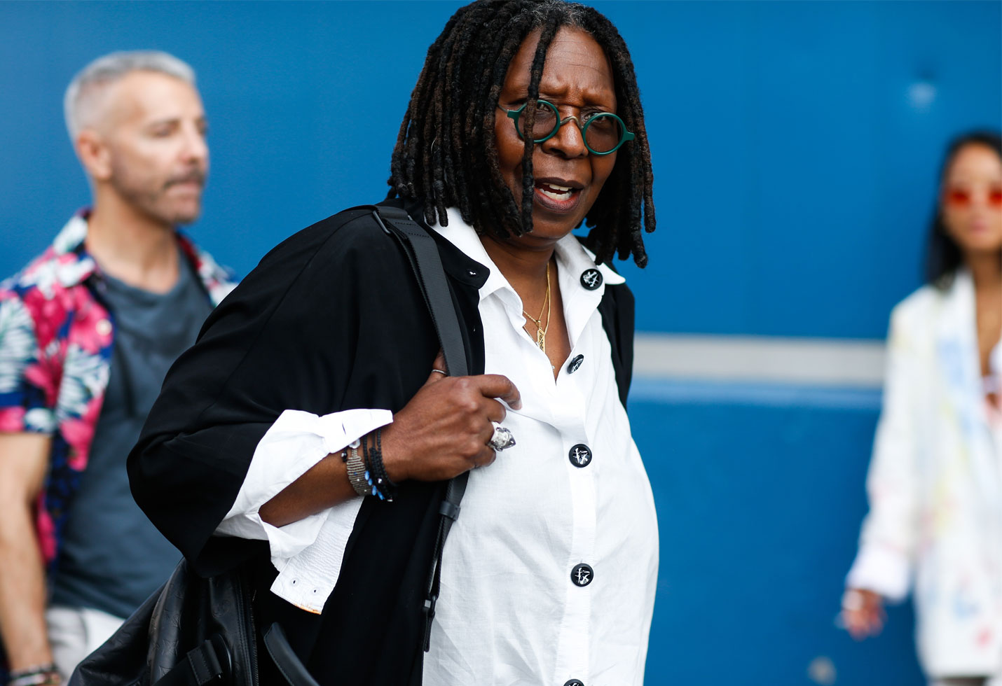 The view Whoopi goldberg hospitalized again pneumonia