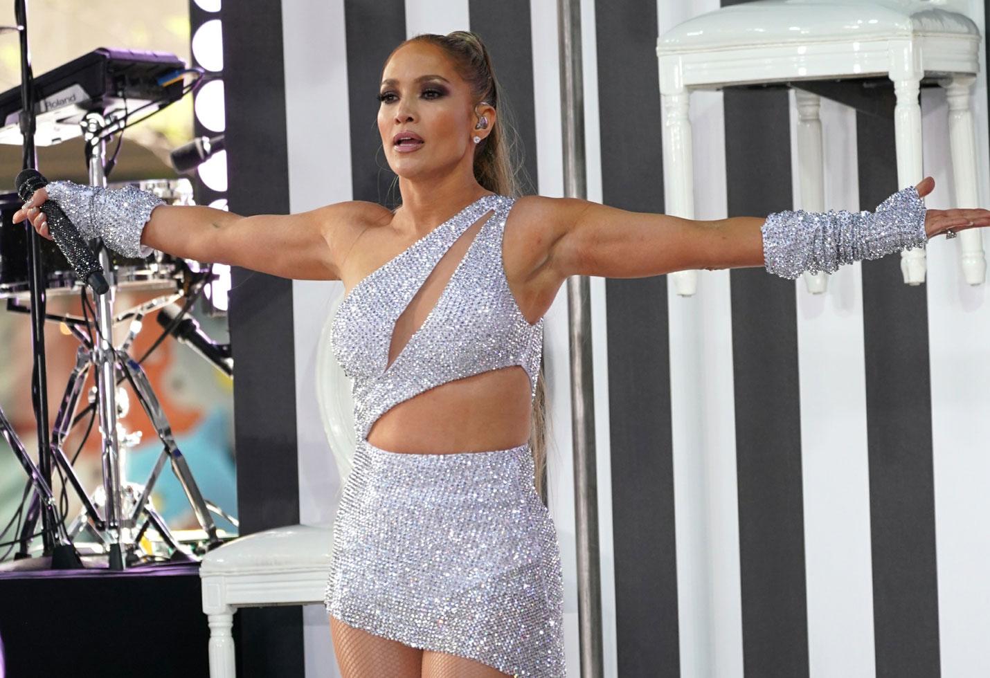 Jennifer lopez revealing costumes today show concert