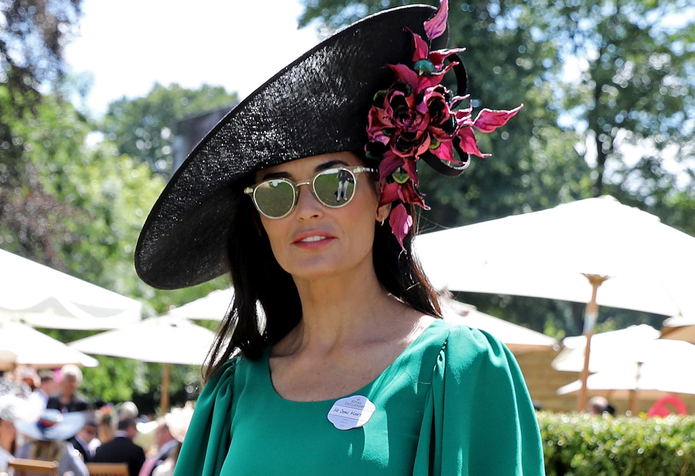 Demi Moore green dress hat