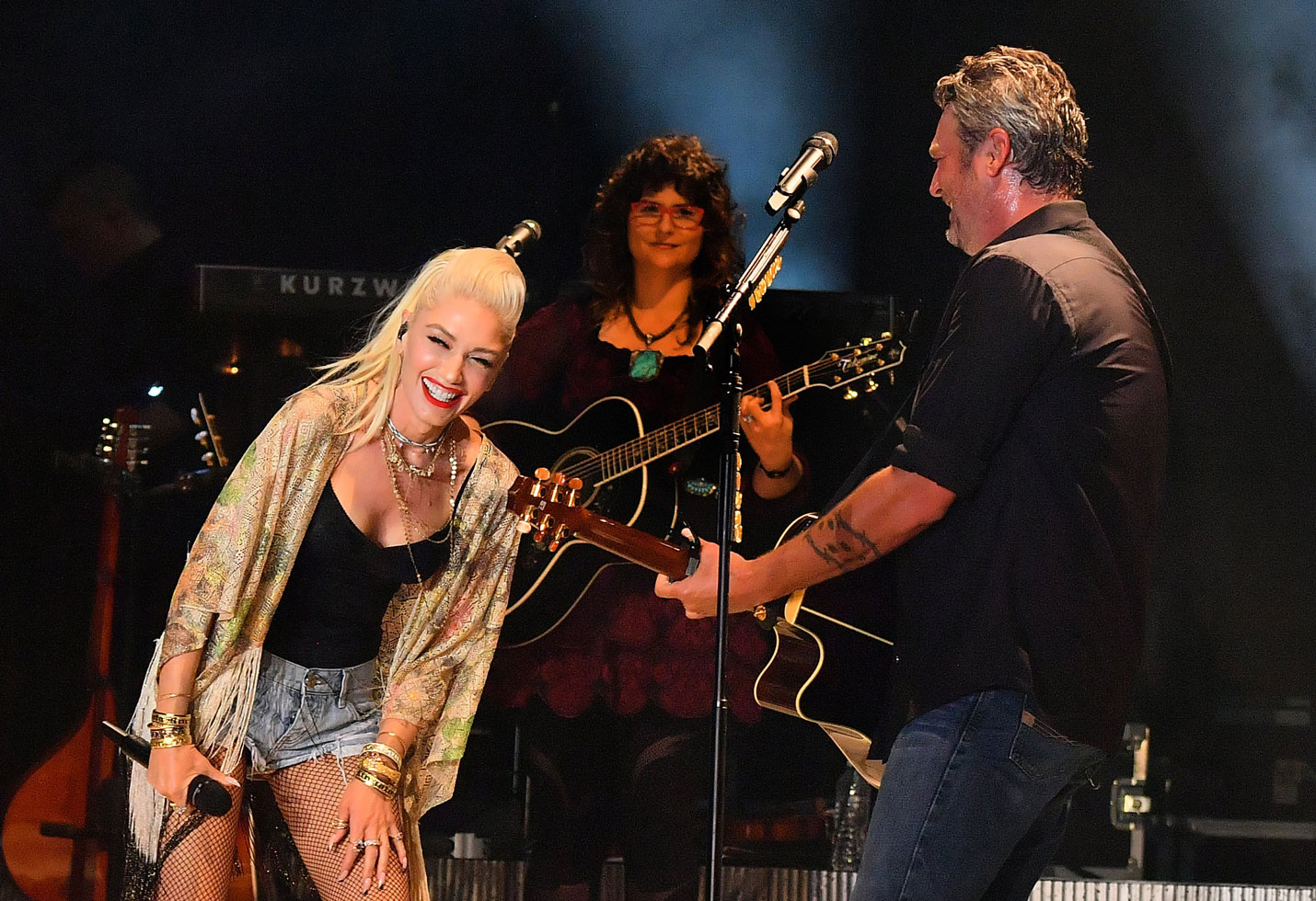 Blake Shelton & Gwen Stefani Pack On The PDA On Stage: Photos